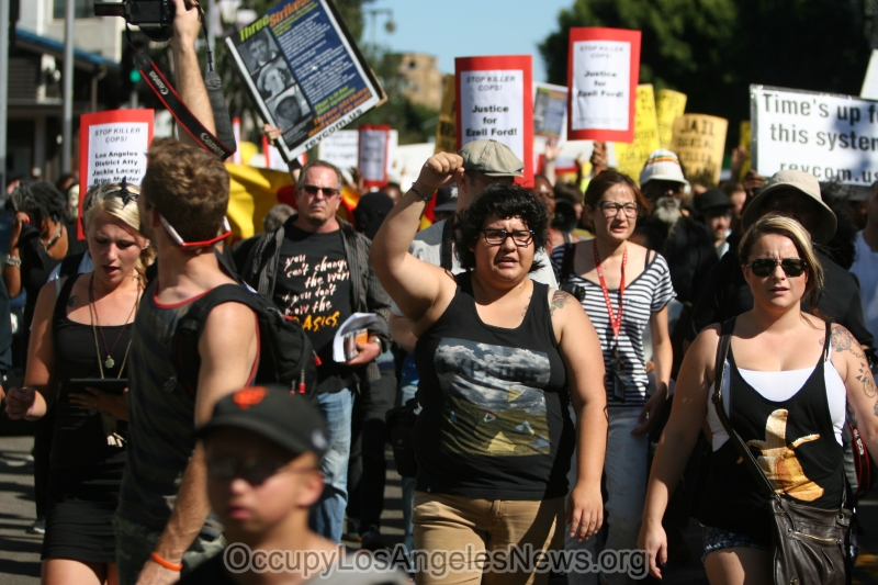 1000 march to protest police shootings in Los Angeles and Ferguson Missouri