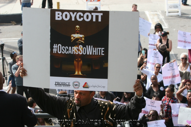 #OscarSoWhite Trends In Hollywood & USA on Oscar Night....Protests for Lack of Hollywood Diversity Surround Golden Statue